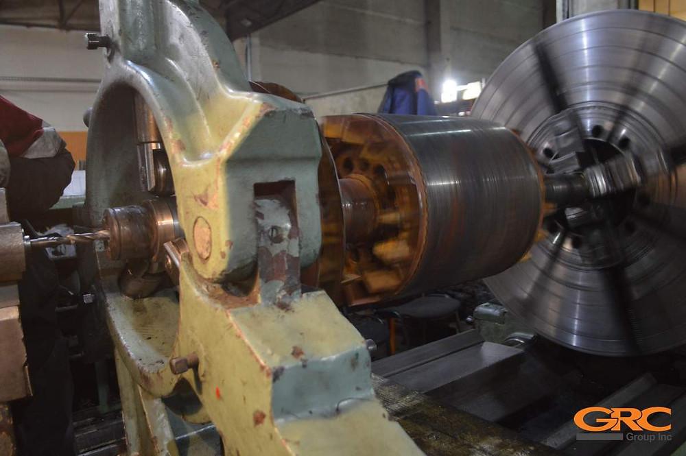 Проводим финальную механическую обработку шеек электродвигателя