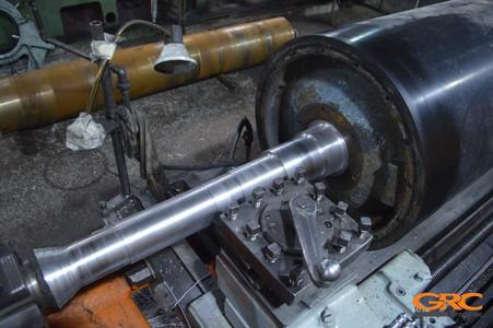 Протачиваем установленную цапфу в заводские диаметры