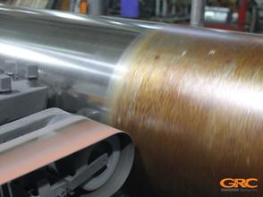Процесс шлифовки промышленного вала