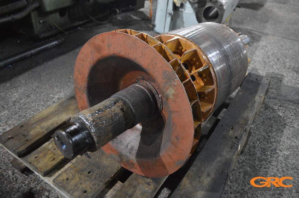 Наплавляем подготовленную поверхность электродвигателя
