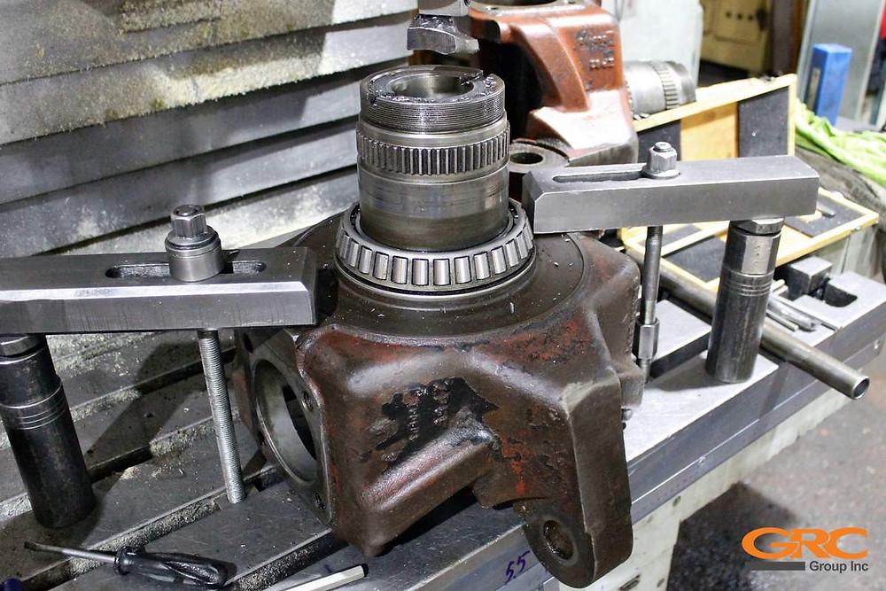 Ремонтируем поворотные кулаки трактора HITACHI (Хитачи)