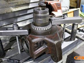 Ремонт поворотных кулаков трактора HITACHI (Хитачи)