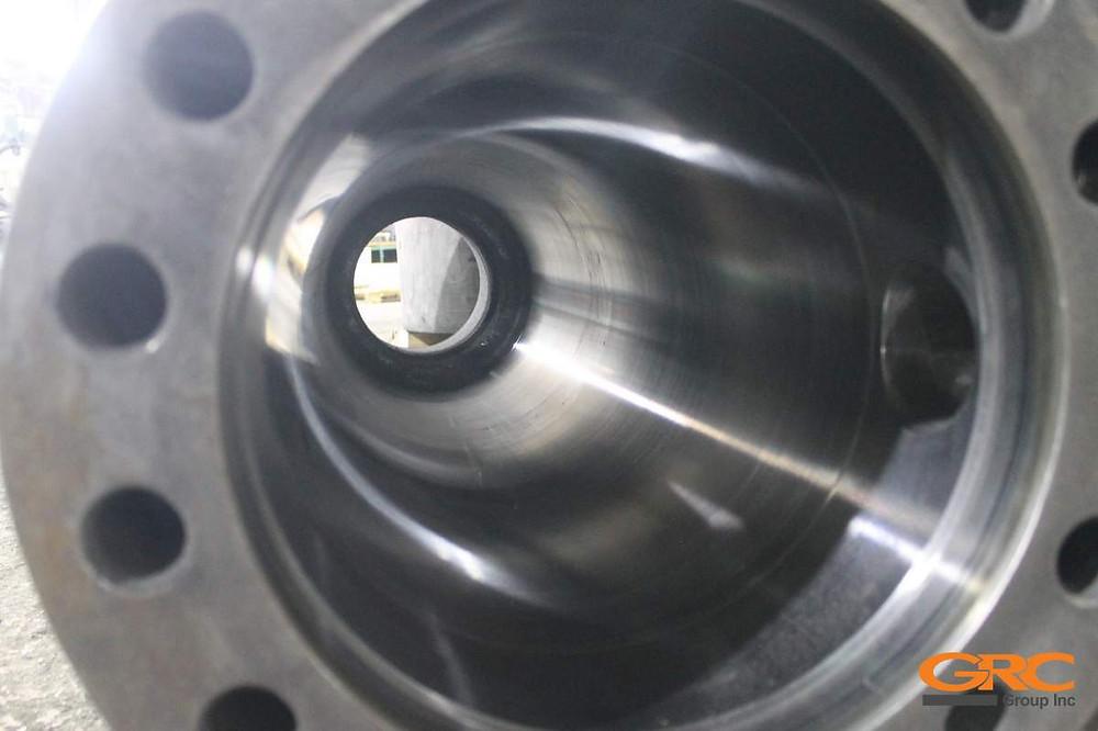 Гильза гидроцилиндра от гидравлических пресс-ножниц LINDEMANN ЕС 825 после шлифовки