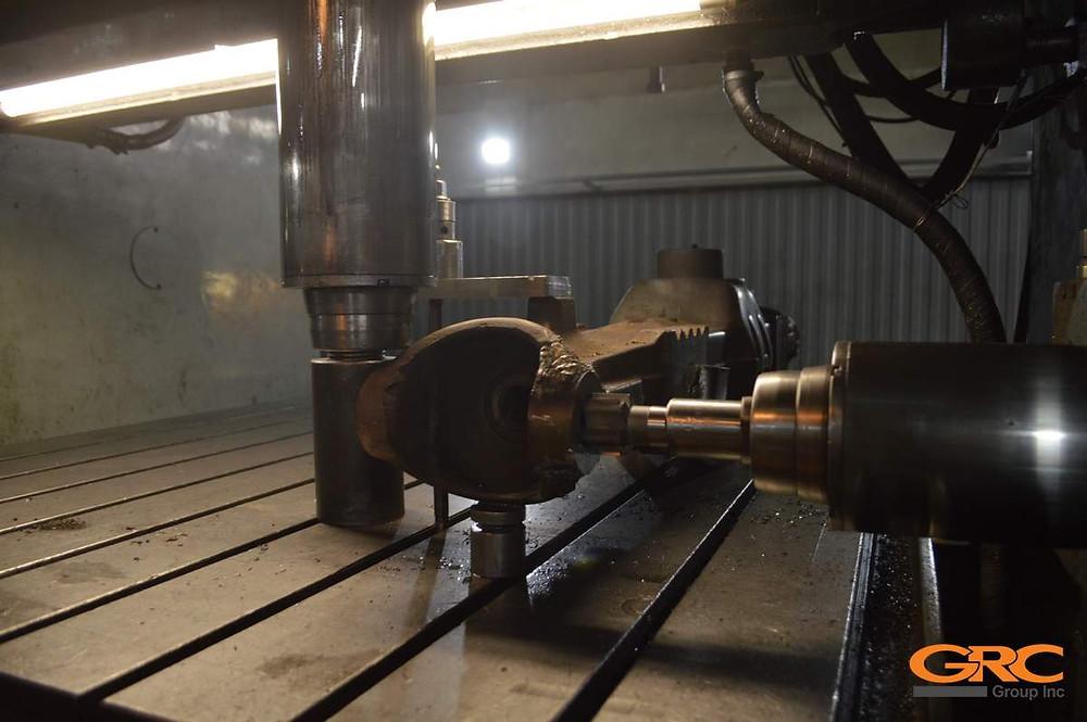 Растачиваем посадочные места балки в заводской размер