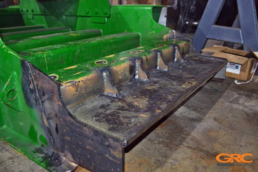 Ремонт вибропитателя щековой дробилки McCloskey J44
