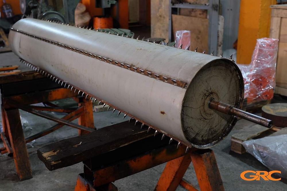 Сбивной (игольчатый) валик питателя чесальной машины марки DILO до ремонта