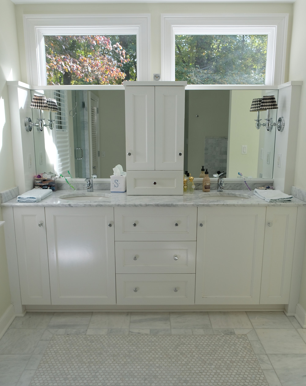 A clean and organized bathroom