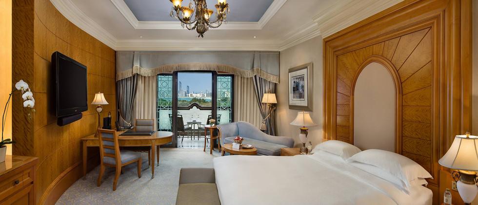 abu-dhabi-emirates-palace-pearl-room-bed