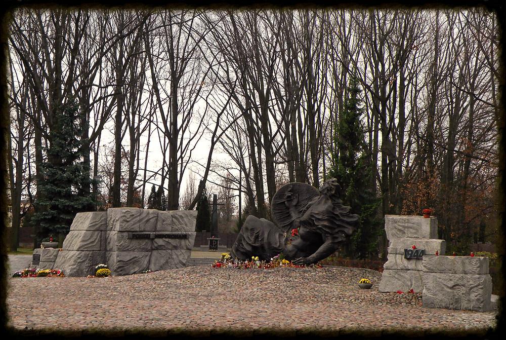 Pomnik na prochach pomordowanych