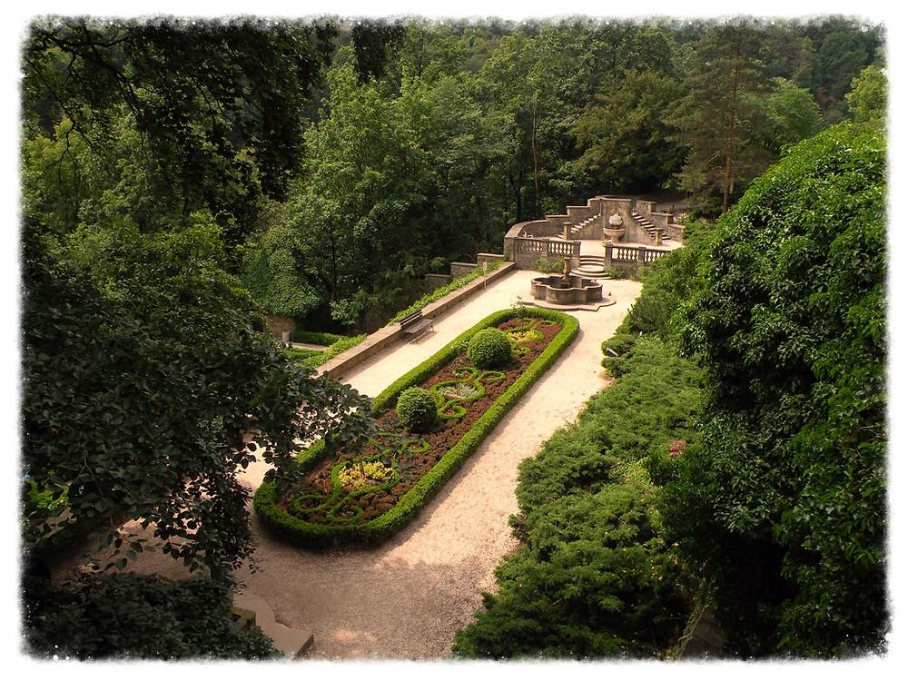 Jeden z przy-zamkowych ogrodów