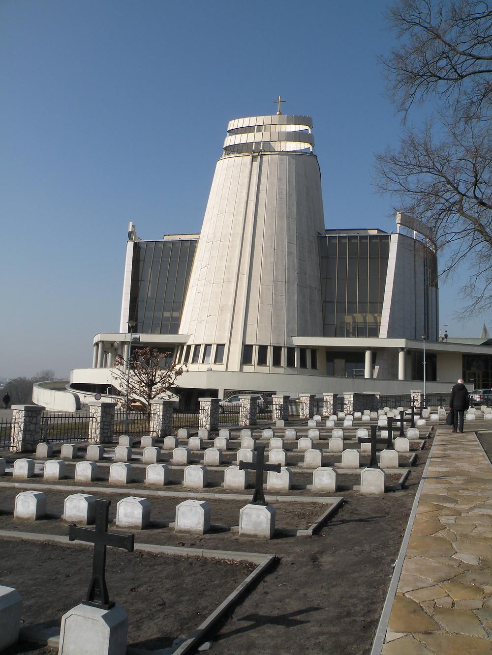 Cmentarz w trakcie odnowy