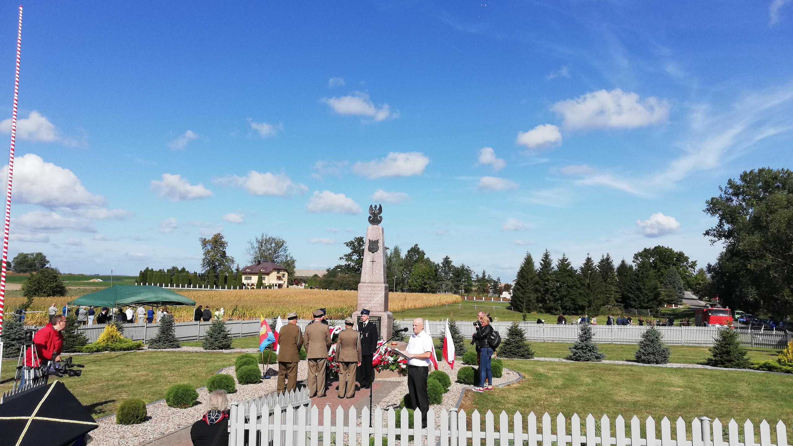 Pomnik w Łętownicy