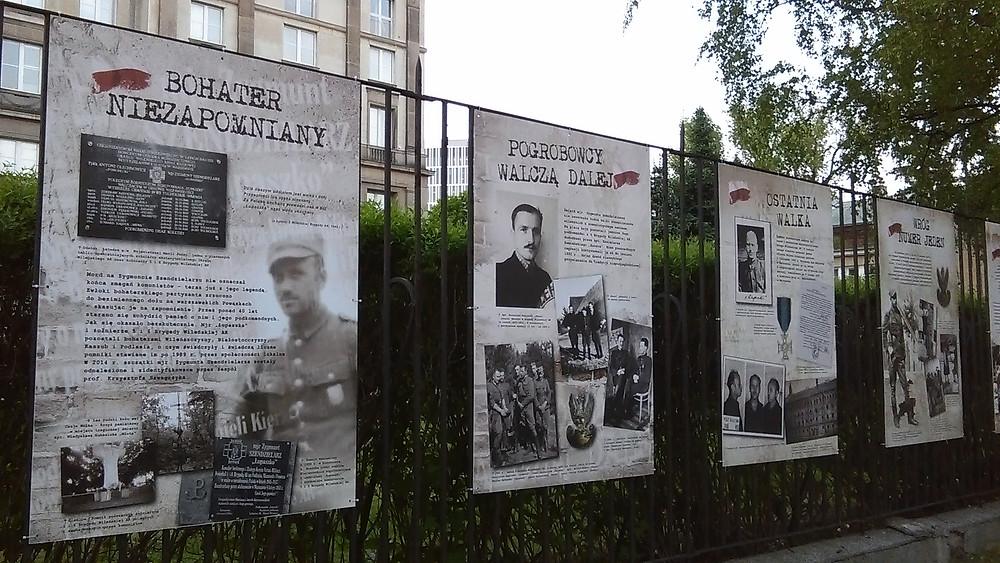Wystawa przy więzieniu w Warszawie