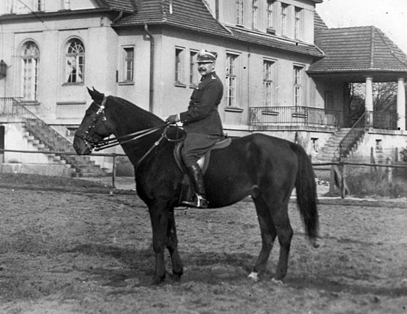 S. Kossecki na koniu