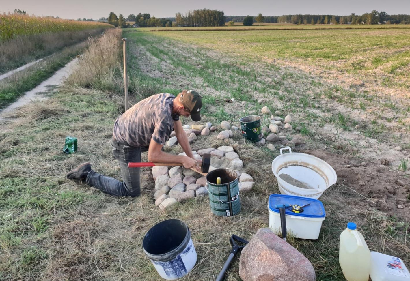 Praca przy kamieniu