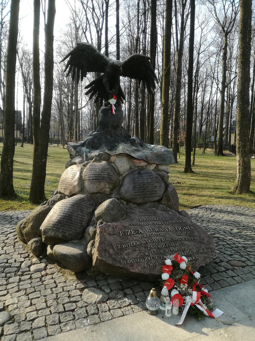 """Pomnik poświęcony """"ogniowcom"""" w Zakopanem"""