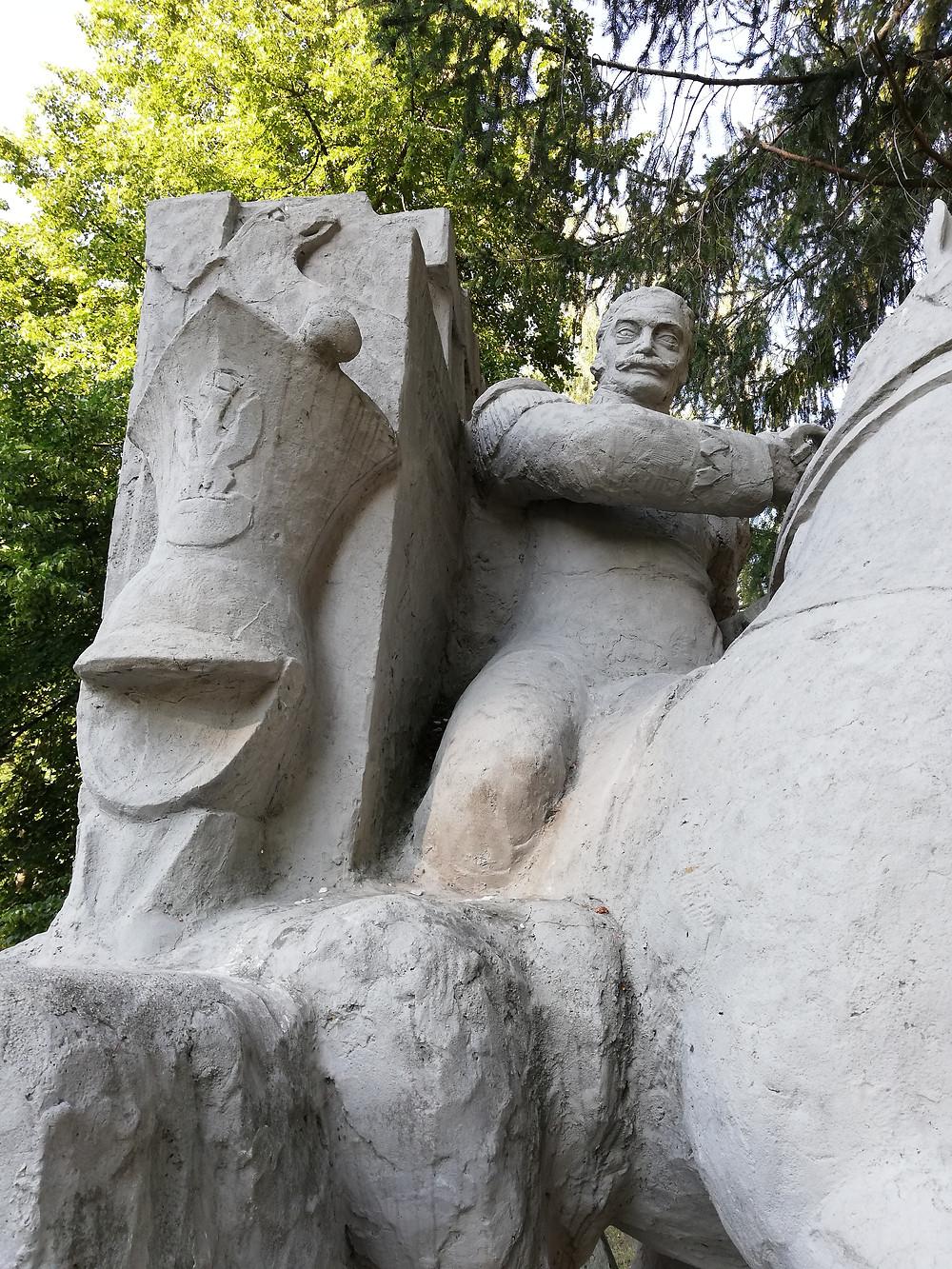 Gen. dyw. Józef Dwernicki. Pomnik w Komorowie