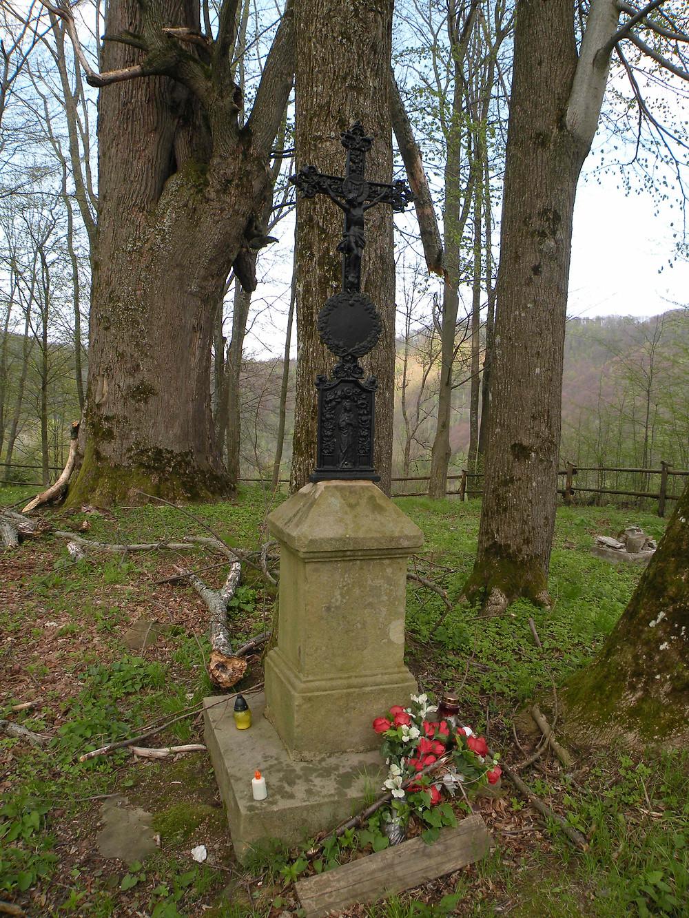 Stary cmentarz w Bieszczadach