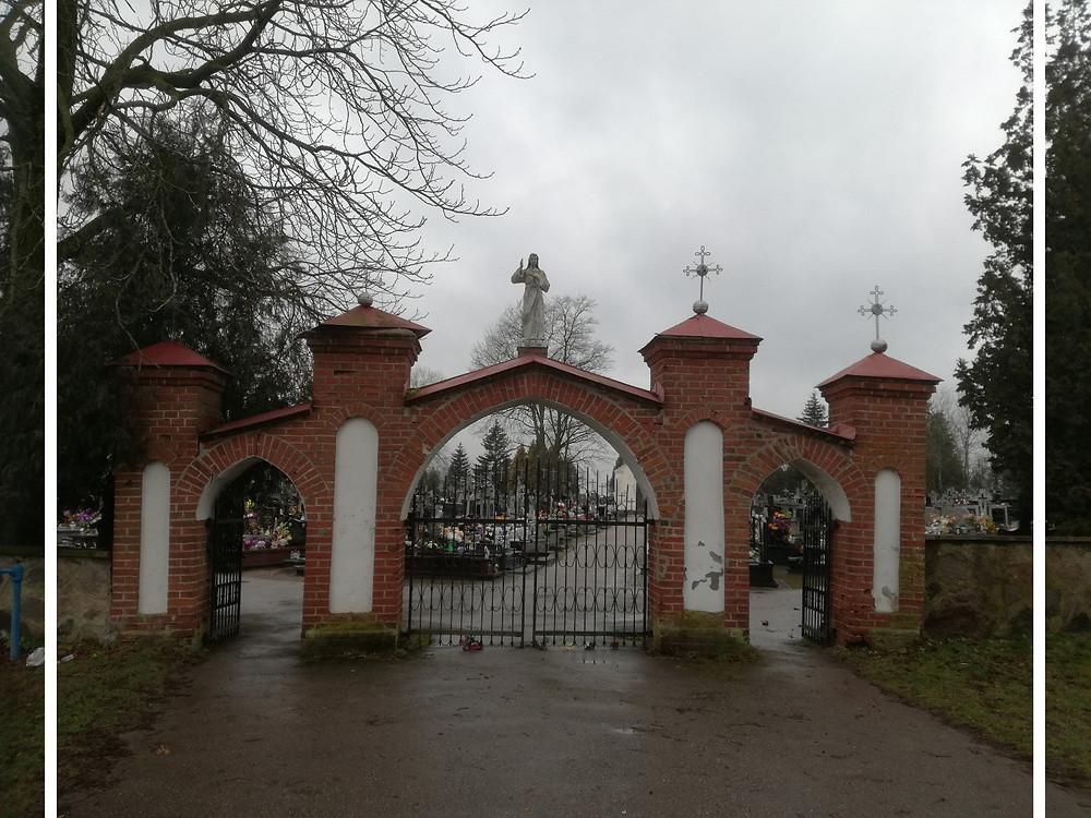 Brama cmentarna w Andrzejewie