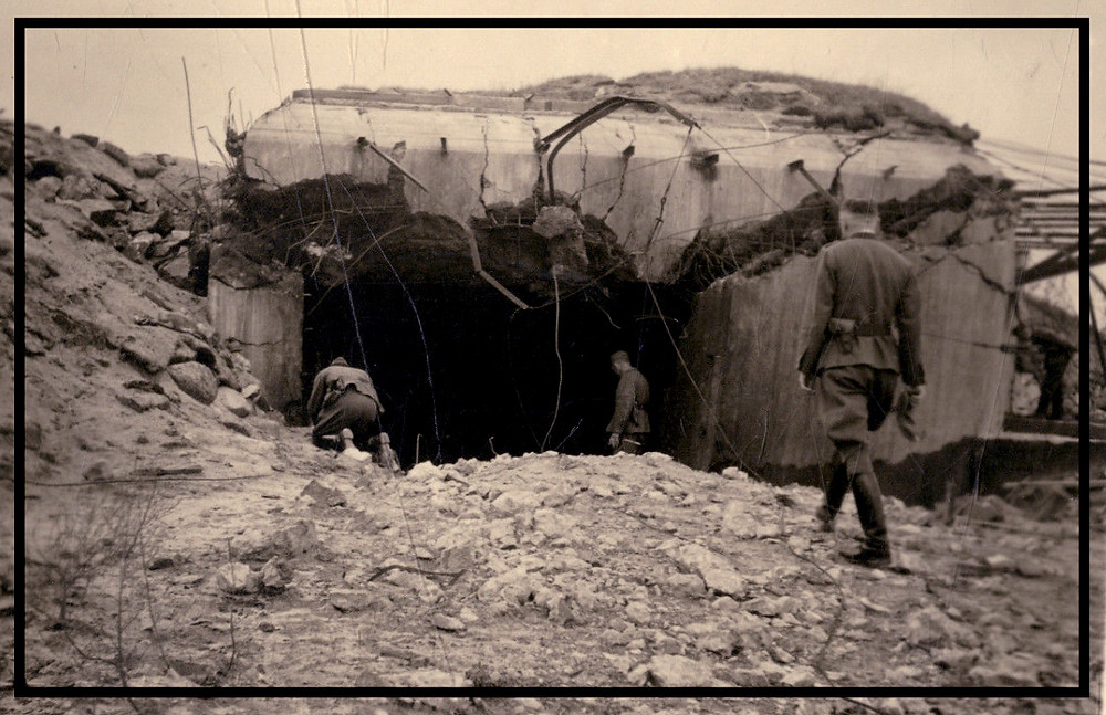 Niemcy w czasie wojny. Zniszczony schron.