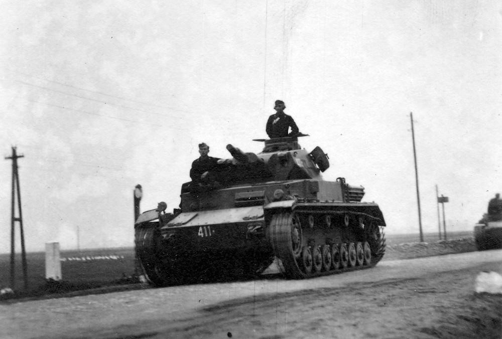 Niemiecka kolumna pancerna w drodze do Zambrowa