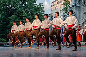 dancers-545315__480 - コピー.jpg