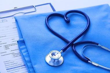 medici-chirurghi-cardiologi-cuore-sano