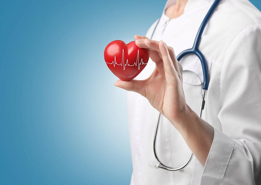 medici-chirurghi-cardiologi-cuore-sano-c