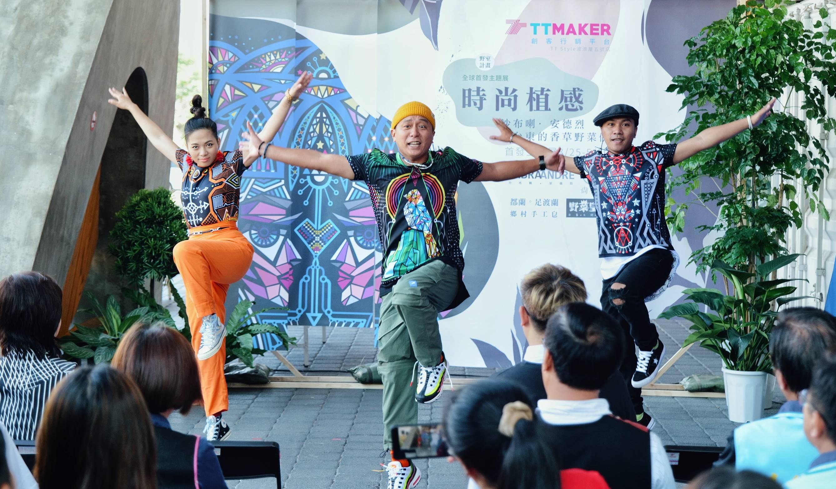 零捌玖舞蹈工作室穿著沙布喇‧安德烈潮T勁舞走秀