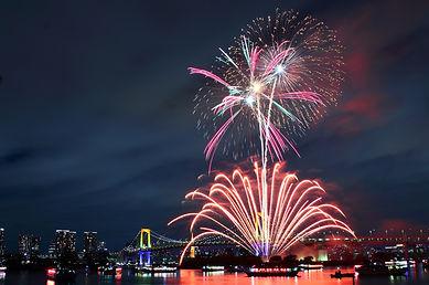 Rainbow_Bridge_(Tokyo)_-_Fireworks_5.JPG