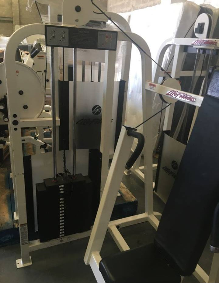 life fitness chest press 2 .jpg