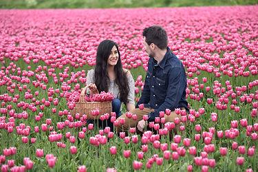 couple_basket_photoshoot_tulips.jpg