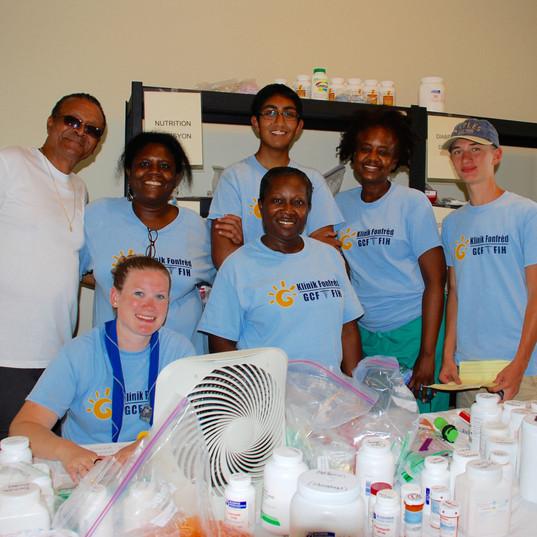 mm2016 volunteers in pharmacy.jpg