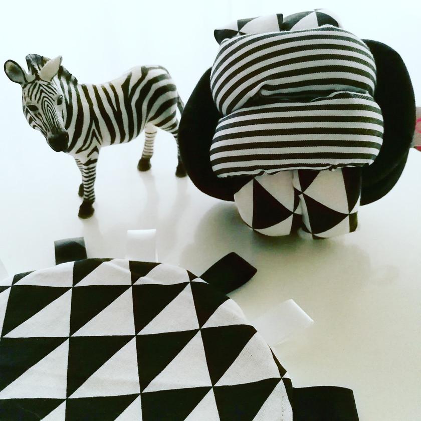 Balle noeud d'éveil monochrome noir et blanc contrastes