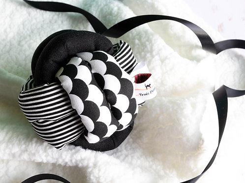 Balle noeud d'éveil bébé noir et blanc monochrome
