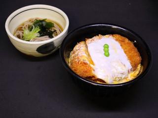 かつ丼とそば(小)/700円 温・冷うどん選べます。