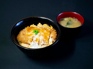 かつ丼(味噌汁付)/520円