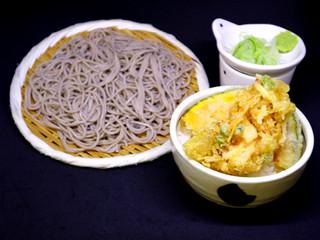 かき揚げ丼(小)とそば/600円 温・冷うどん選べます。