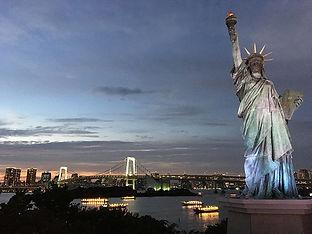 1024px-Estatua_de_la_libertad_en_Odaiba,