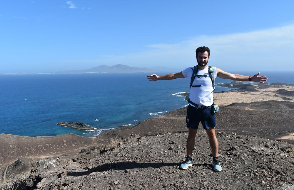 Hacer una ruta de senderismo por el islote de Lobos es toda una experiencia
