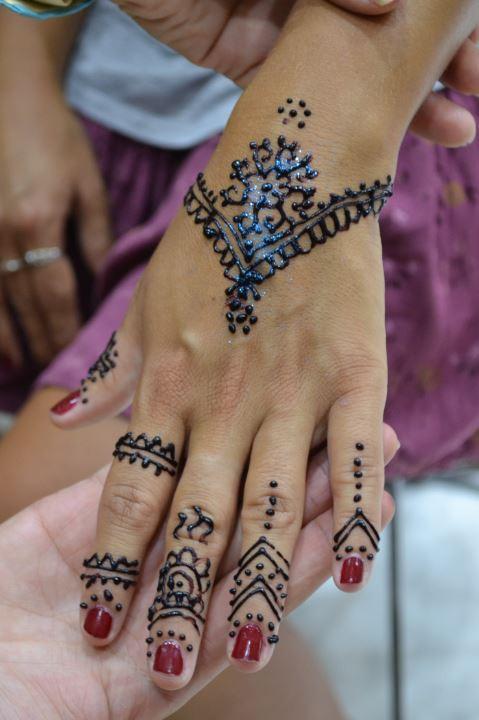 Hacerse un tatuaje de henna era uno de los objetivos de Anna