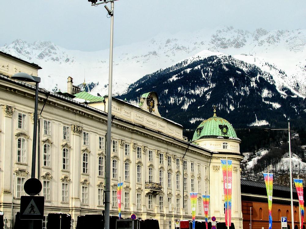 El centro de Innsbruck, rodeado de montañas