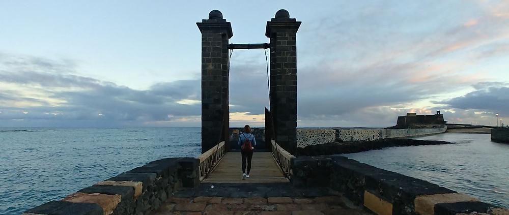 El Castillo de San Gabriel está unido a Arrecife por una estrecha pasarela