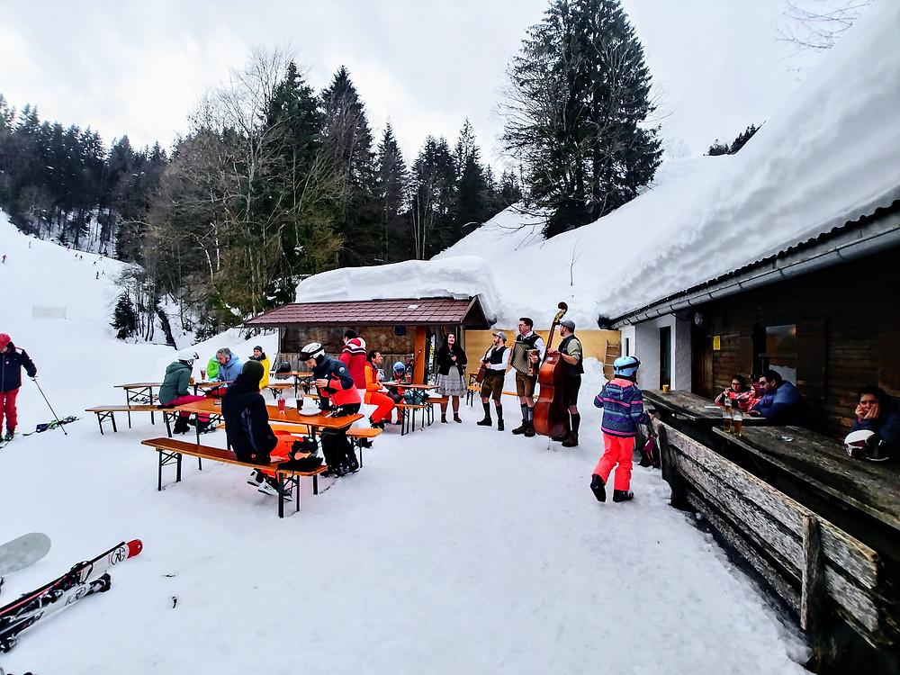 Un grupo de música bávara nos amenizó una de las paradas, en Brauneck