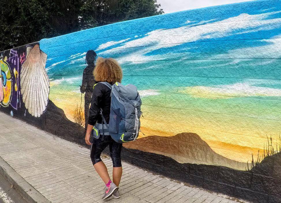 O Pedrouzo nos recibió con unos murales dedicados a los peregrinos