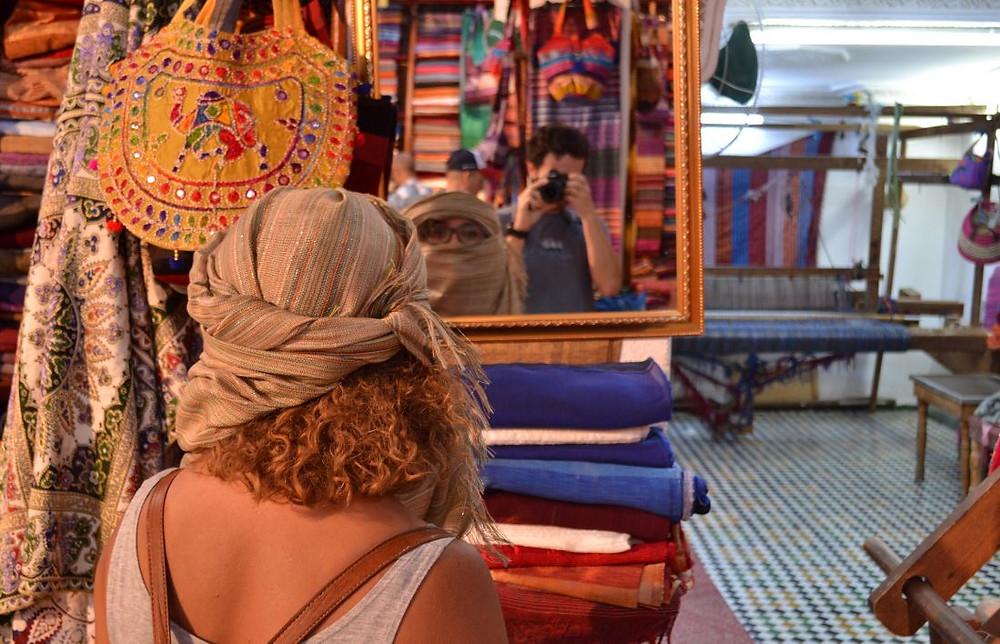 Anna estuvo tentada de comprarse un pañuelo para la cabeza