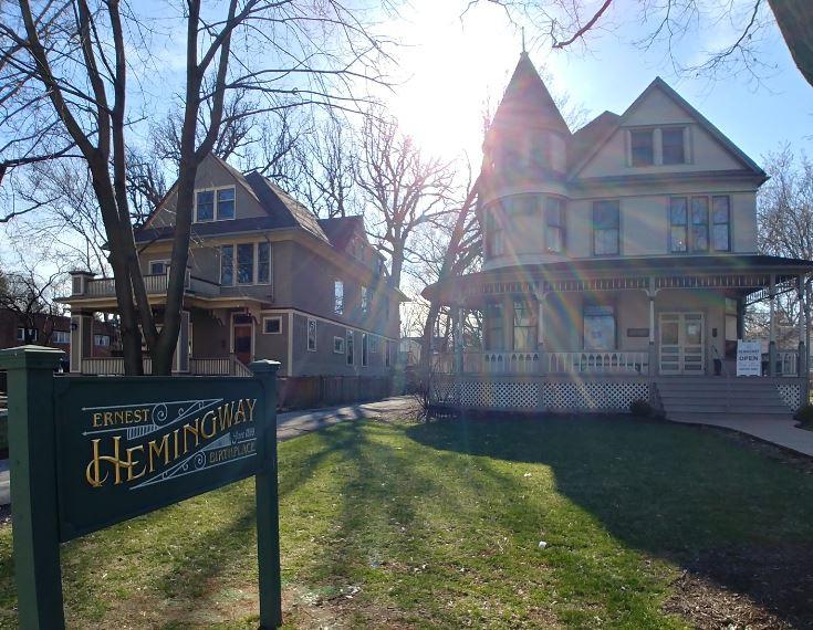 Ir paseando por un barrio perdido de Chicago y encontrar la casa natal de Hemingway