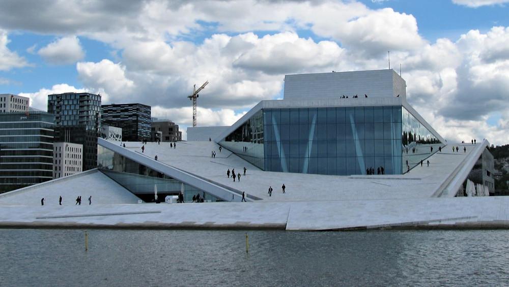 La Ópera de Oslo es el edificio más emblemático de la ciudad