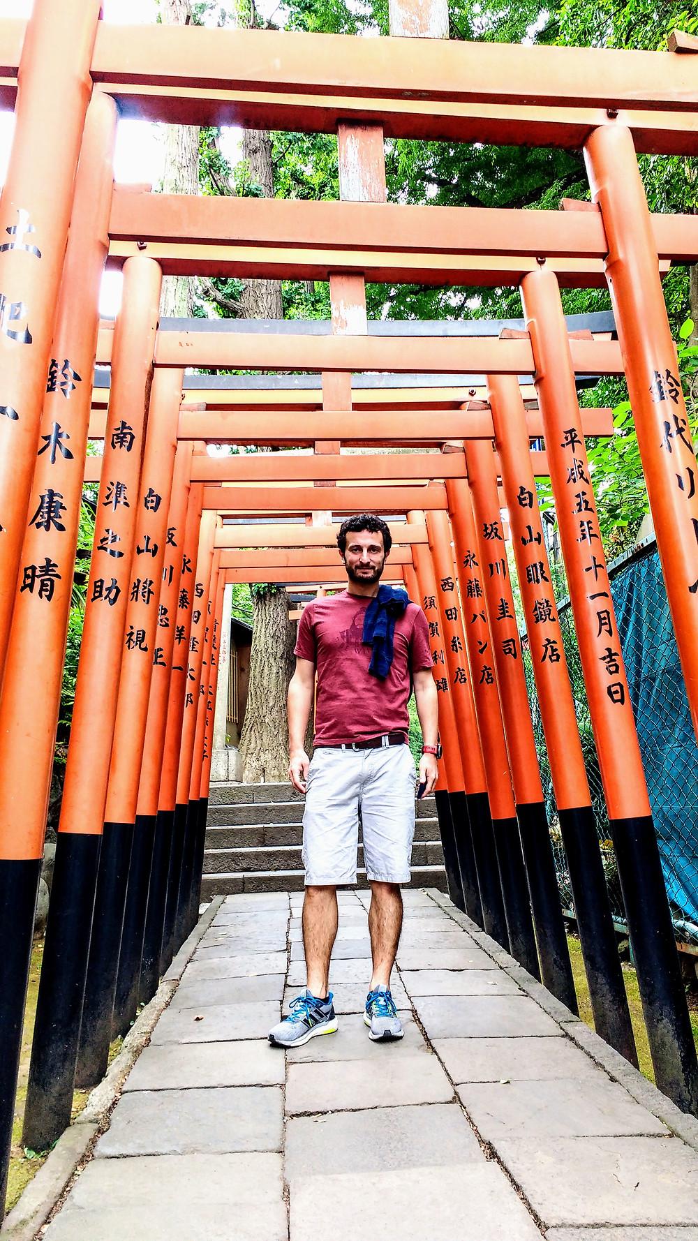 Tori en un templo budista en Tokio