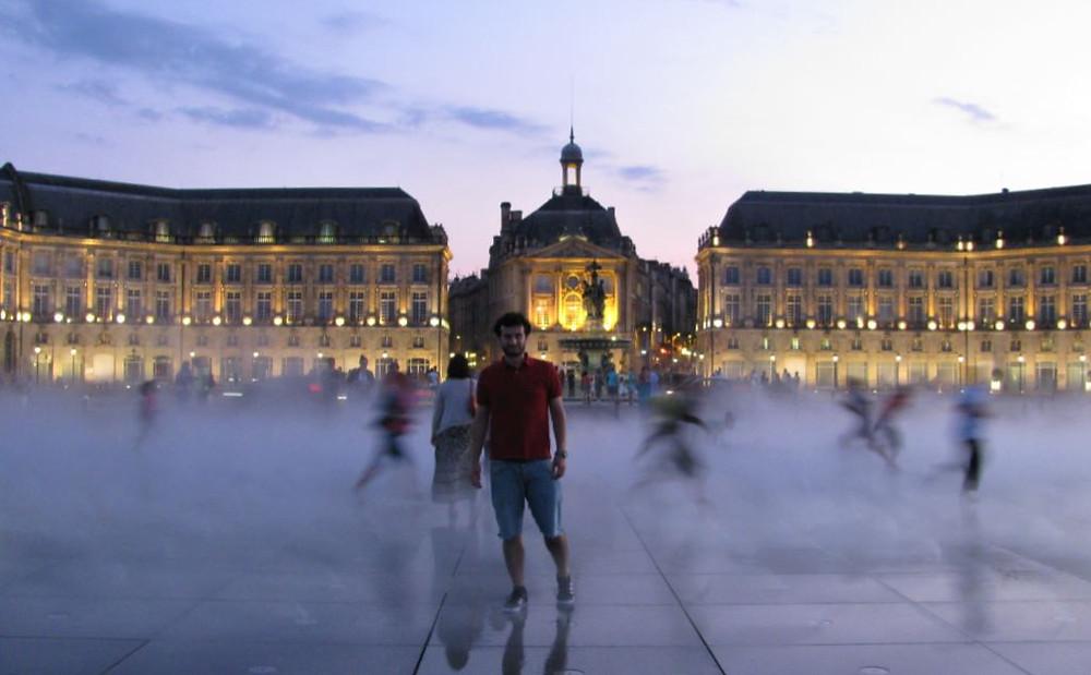 Pasera por la orilla del río Garona y acabar en la Place de la Bourse fue uno de los mayores placeres del viaje